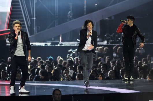 one direction,1d,1d 20.02.13,brit awards 2013,harry styles,niall horan,zayn malik,1d performing one way or another
