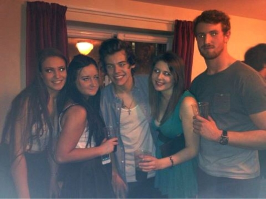 one direction,1d,1d yorkshire 14.02.13,harry styles,fans, uni party