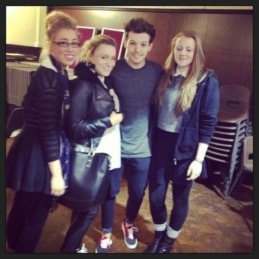 one direction, 1d, 1d doncaster 18.03.13, louis tomlinson, fans, louis at his old school, louis nella sua vecchia scuola