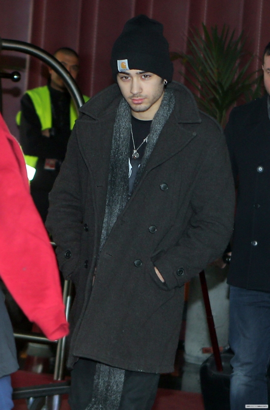 one direction,1d,1d 26.01.13,zayn malik,france,nice international airport