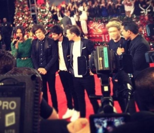 one direction,1d,1d los angeles la 20.12.12,x factor usa,backstage,harry styles,liam payne,louis tomlinson,niall horan,zayn malik, mario lopez, khloe kardashian
