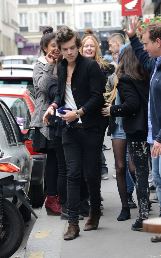 one direction, 1d, 1d 28.04.13, harry styles, harry in paris, cal aurand, harry cal aurand paris, fans