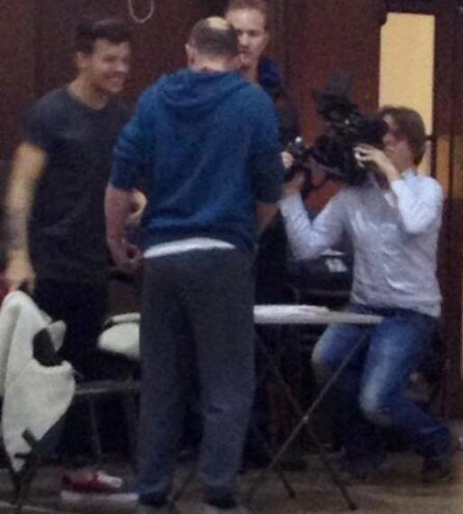one direction, 1d, 1d doncaster 18.03.13, louis tomlinson, louis at his old school, louis nella sua vecchia scuola