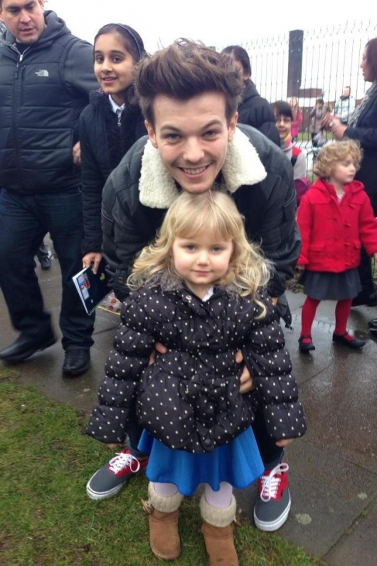 one direction, 1d, 1d doncaster 18.03.13, louis tomlinson, baby fan, louis at his old school, louis nella sua vecchia scuola, cute photo