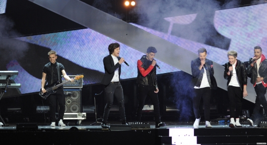 one direction,1d,1d 20.02.13,brit awards 2013,harry styles,liam payne,louis tomlinson,niall horan,zayn malik,1d performing one way or another, sandy beales