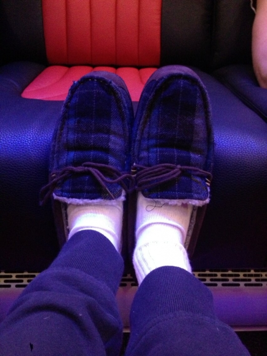 one direction,1d,1d 01.03.13,niall horan, bus slippers