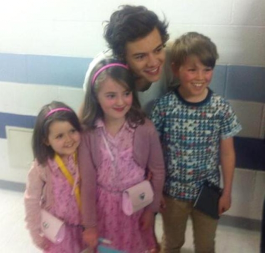 one direction,1d,1d sheffield 14.04.13,harry styles,take me home tour backstage, little fans