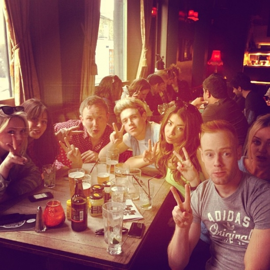 one direction, 1d, 1d uk 21.04.13, niall horan, laura whitmore, friends