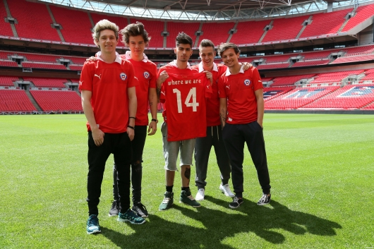 one direction, 1d, 1d wembley stadium 16.05.13, harry styles, liam payne, louis tomlinson, niall horan, zayn malik, #1bigannouncement, press conference, chile football shirt