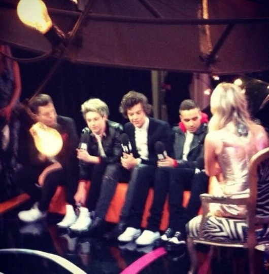 one direction,1d,1d 20.02.13,brit awards 2013,harry styles,liam payne,louis tomlinson,niall horan,zayn malik,1d backstage interview, laura withmore