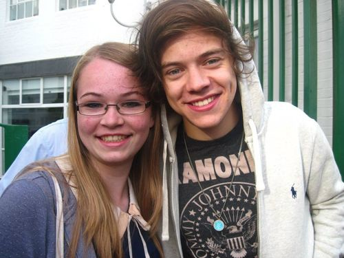one direction, harry styles, liam payne, louis tomlinson, niall horan, 1d outside the studio 29.07.12, 1d fuori dallo studio 29.07.12, 1d beautiful pictures, 1d foto belle, 1d con i fan, 1d with fans, harry niall funny picture, harry niall foto divertente, harry amazing picture, harry foto stupenda,
