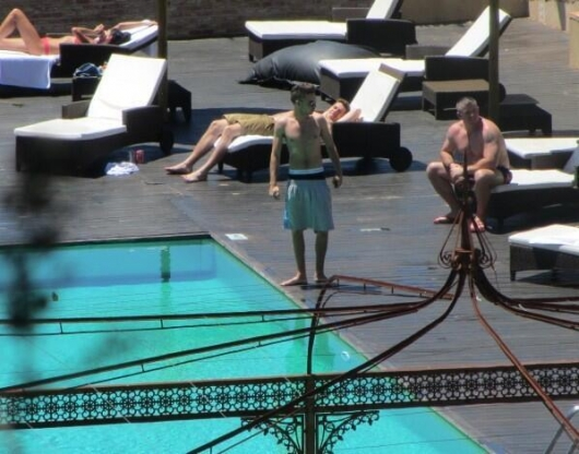one direction,1d,1d madrid spain 25.05.13,liam payne, pool, shirtless, piscina