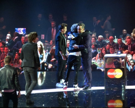 one direction, 1d, 1d 20.02.13, brit awards 2013,harry styles, louis tomlinson,niall horan, robbie williams, global success award