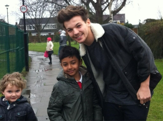 one direction, 1d, 1d doncaster 18.03.13, louis tomlinson, little fan, louis at his old school, louis nella sua vecchia scuola
