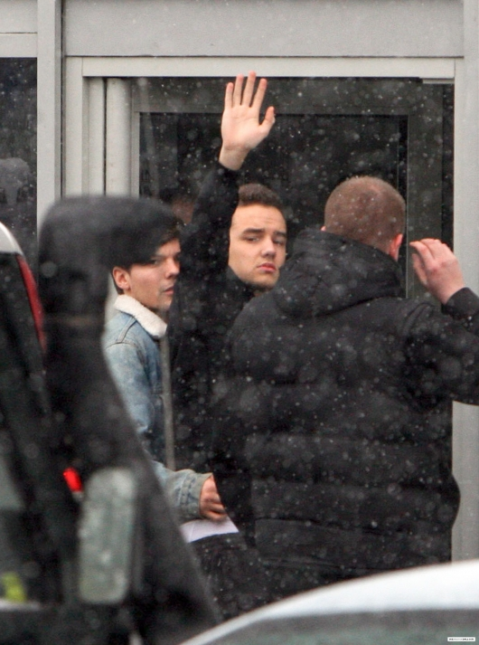 one direction,1d,1d yorkshire 13.02.13,liam payne, louis tomlinson, neve, snow