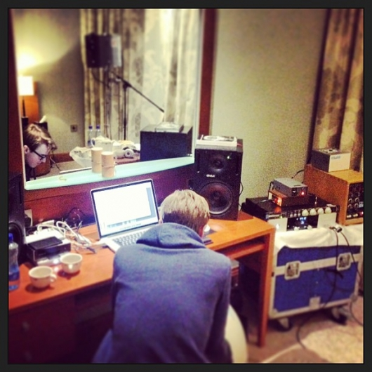 one direction, 1d, hotel studio, mc fly