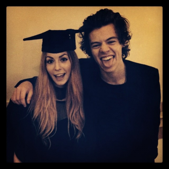 one direction, 1d, 1d 13.11.13, harry styles, gemma styles, gemma's graduation, laurea di gemma, harry at gemma's graduation, harry alla laurea di gemma, harry sheffield 13.11.13