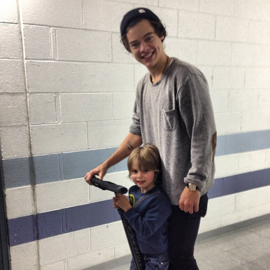 one direction, 1d, 1d sheffield 14.04.13, harry styles, take me home tour backstage,harry and a little boy on a segway,harry e un bimbo sul segway