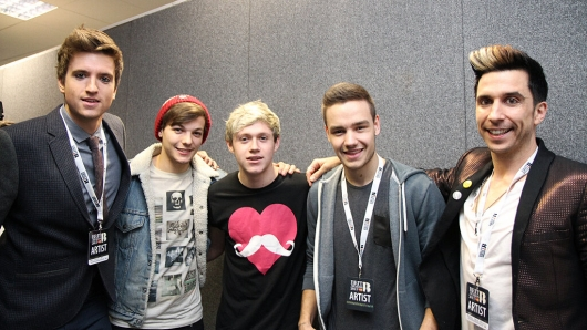 one direction,1d,1d 20.02.13,brit awards 2013,liam payne,louis tomlinson, niall horan,backstage,greg james, russell kane