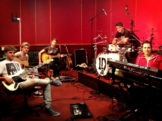 one direction,1d,1d 10.01.13, niall horan, sandy beales, josh devine, jon shone, dan richards, rehearsals, take me home tour, band rehearsals, prove